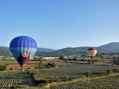 Fly in a hot air balloon over Provence in Cannes