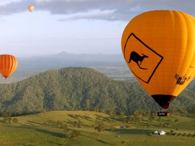 Fly in a hot air balloon over the Hunter Valley in Sydney