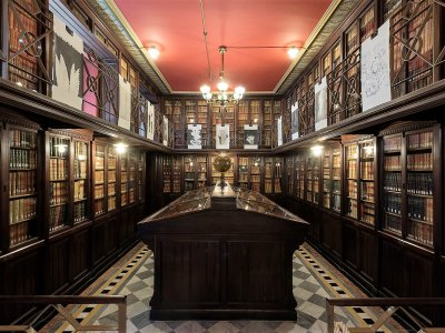 Visit the library of Masons in Barcelona