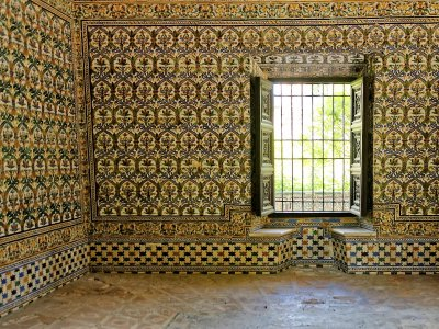 Visit the appartments of Charles V in Seville