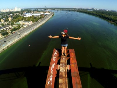 Climb the Podilsko-Voskresensky Bridge in Kiev