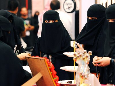 Try on niqab in Dubai
