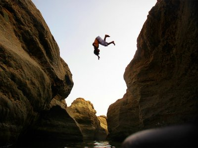 Try canyon cliff diving and waterfall swimming in Hatta in Dubai