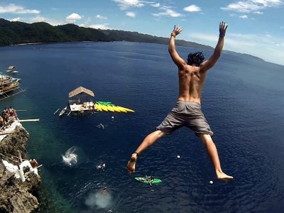 Jump from a rock into the water on Panay