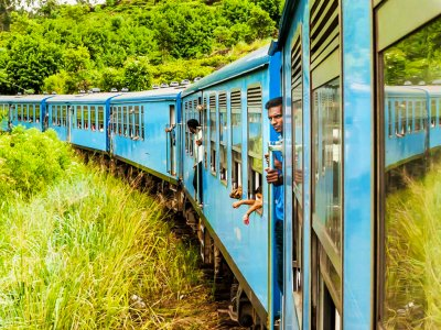Ride Sri Lankan train in Nuwara Eliya