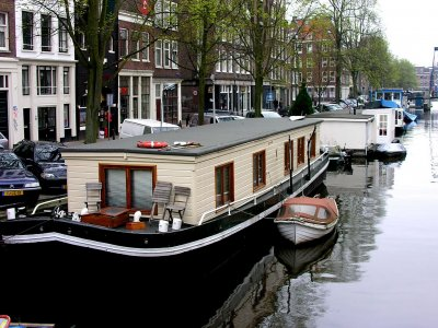 Spend a night in a houseboat in Amsterdam