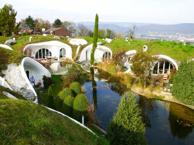 See modern earth houses in Zurich