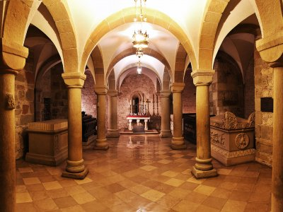 Descend to Polish kings burial vault in Krakow