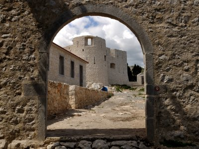 Walk around old Besac fortress in Bar