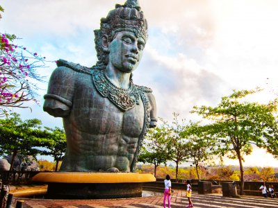 Take a pic next to the huge statue of Vishnu in Bali
