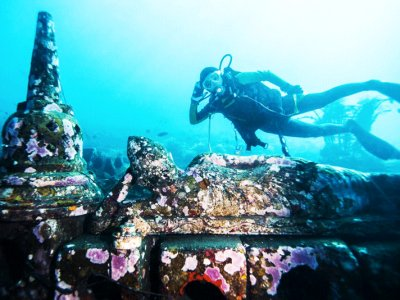 Dive to underwater temple in Bali