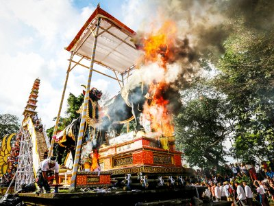 See a cremation ceremony in Bali