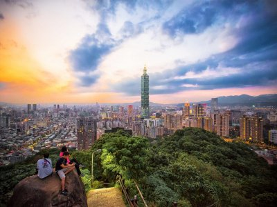Greet the dawn on the top of Elephant Mountain in Taiwan