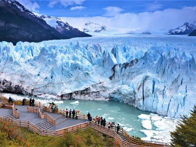 See the glacier fall in El-Calafate