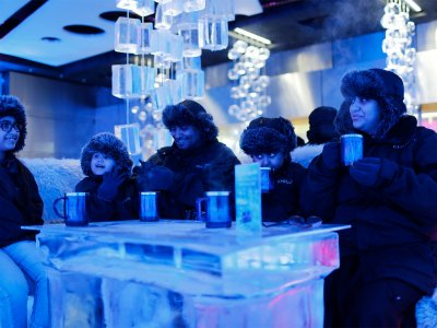 Drink tea in Ice Lounge in Dubai