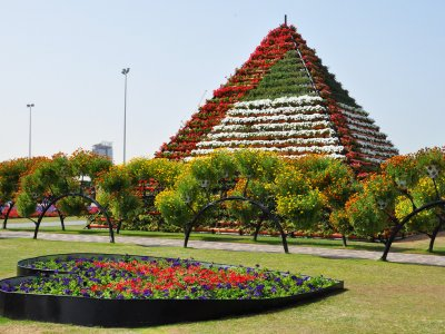 See a 10-meter Flower Pyramid in Dubai