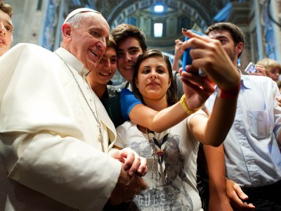 Take a selfie with the Pontiff in Vatican