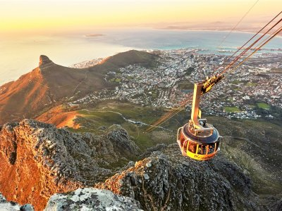 Reach the highest mountain by cable railway in Cape Town