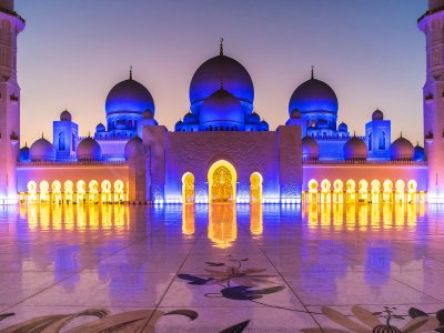 Visit the Sheikh Zayed Mosque in Abu Dhabi