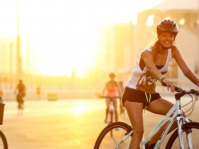 Take a bike ride along the Corniche promenade in Abu Dhabi