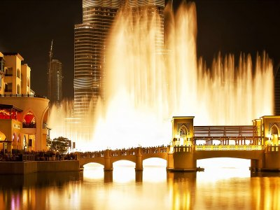 Admire the singing fountain in Dubai