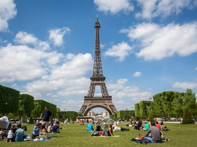 Have a picnic on Champ de Mars in Paris