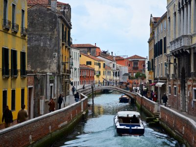 Drive a motor boat through Venice canals in Venice