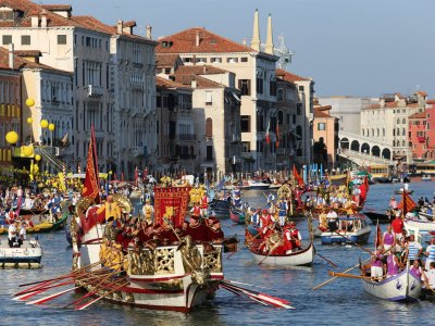 Watch the Historical Regatta in Venice