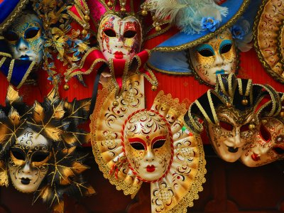 Buy a Venetian mask in Venice