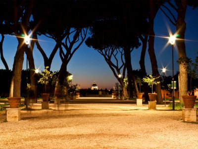 Walk through the orange orchards in Rome