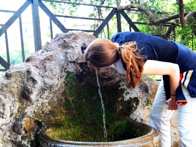 Drink water from fontanelle in Rome