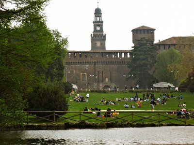 Have a picnic near the Sforza Castle in Milan
