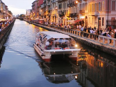 Ride in a boat on the canals of Milan in Milan