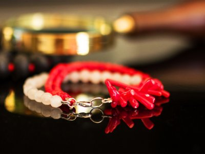 Buy jewels of red coral on Sardinia