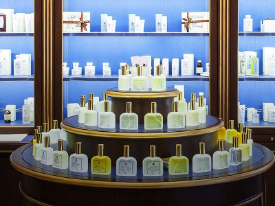 Buy perfume in an ancient pharmacy in Florence
