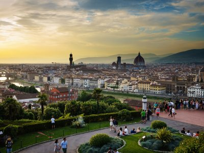 Have a picnic on the Piazzale Michelangelo in Florence