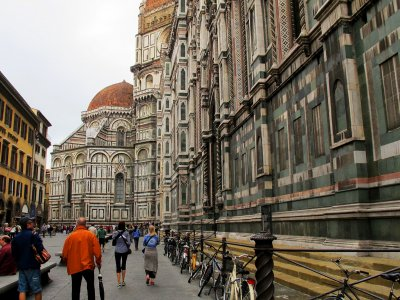 Walk through the Piazza Duomo in Florence