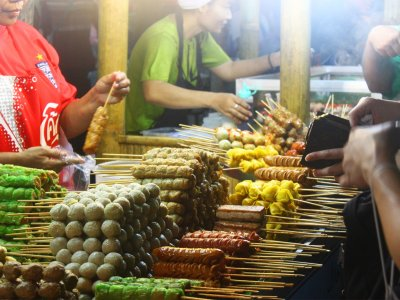 Visit the night market in Phuket