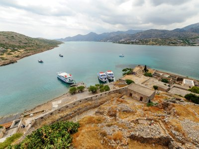 Climbing on the fortress of Spinalonga on Crete