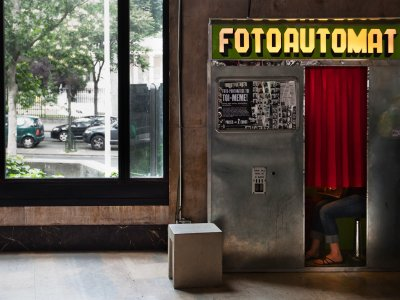 Take a selfie in a photo booth in Paris