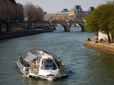 Ride on the batobus along the Seine in Paris