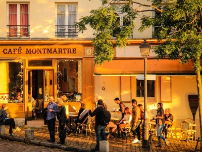 Walk through Montmartre in Paris