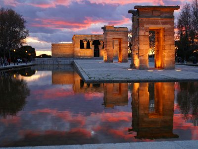 See the sunset on the observation deck of the Egyptian temple in Madrid