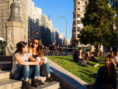 Have a picnic on the Square of Spain in Madrid